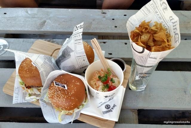Jack Daniels Burger_Crazy Chips_Salat_myimpressions4u