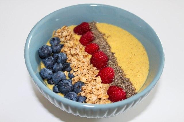 Smoothie Bowl mit Mango und Haferflocken 2_myimpressions4u