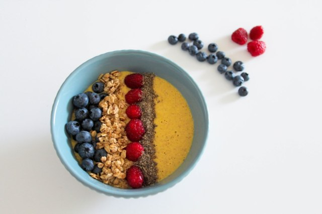 Smoothie Bowl mit Mango und Haferflocken_myimpressions4u